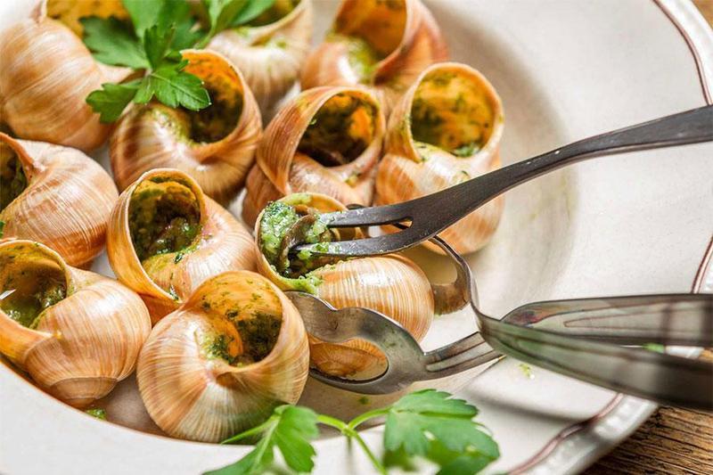 Đặt tiệc cho 4 người với những món ăn hấp dẫn của nền ẩm thực Pháp